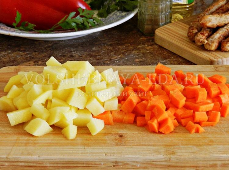 ostryj sup s pertsem, fasolyu i kolbaskami 2