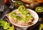 Бутеброды с киви и чесноком