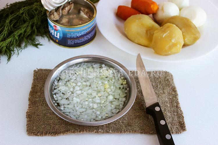 salat mimoza s yablokami i syrom 1
