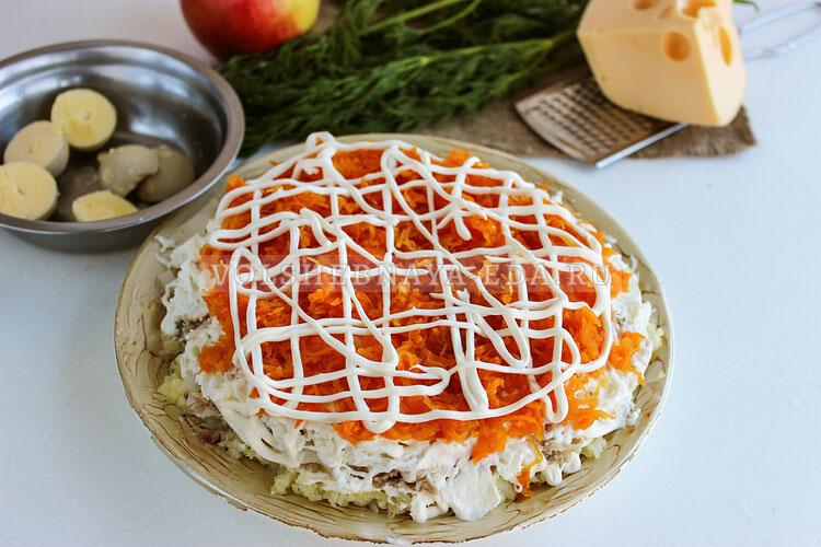 salat mimoza s yablokami i syrom 6