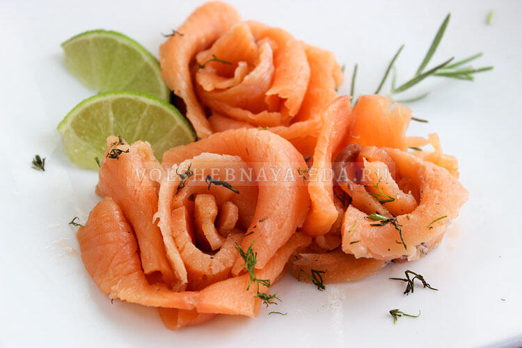 Розочка из соленого лосося