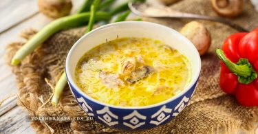 Сырный суп с плавленным сыром, курицей и шампиньонами