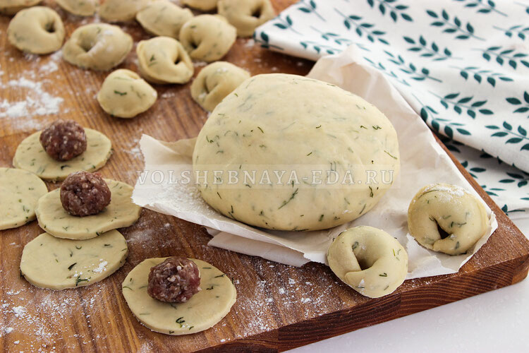 Тесто для вареников и пельменей с укропом 7