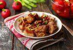 Мясо с луком жареное на сковороде