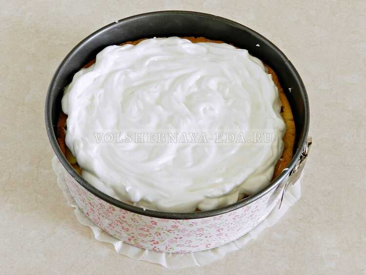 Яблочный пирог из песочного теста с безе