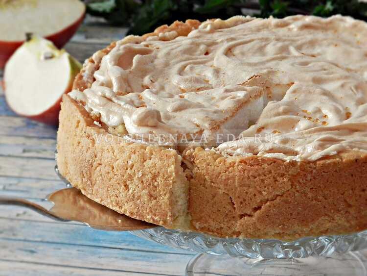 Пирог яблочный с безе