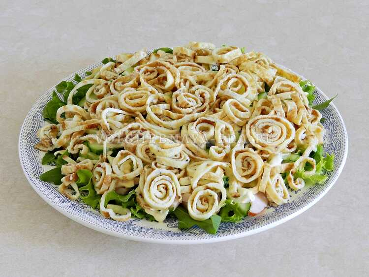 blinnyj salat s kopchenoj kuritsej (10)