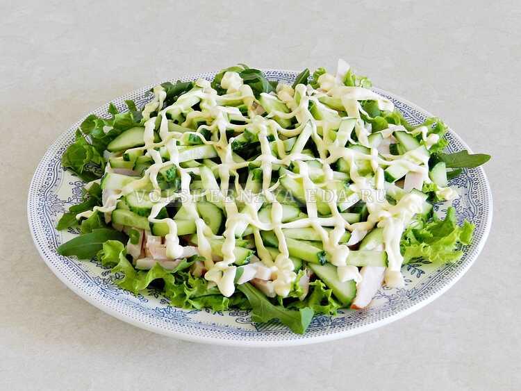 blinnyj salat s kopchenoj kuritsej (9)