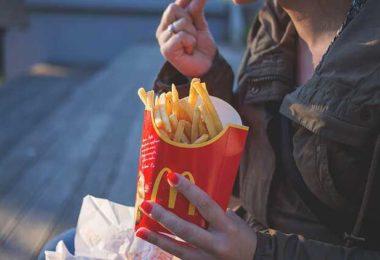 9 вредных привычек, которые делают нас толстыми