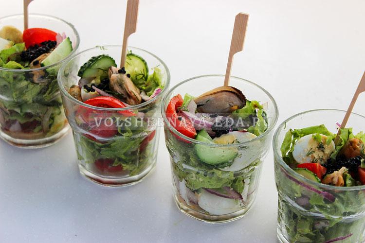Салат с консервированными мидиями
