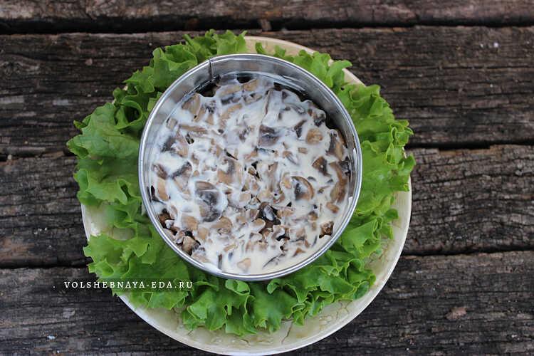 salat s kuritsej, gribami i svezhim ogurtsom 4