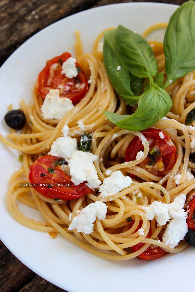 spagetti s pomidorami malinami i fetoj 8