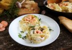 «Гнезда» с креветками в сливочном соусе
