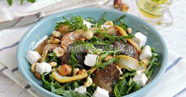 Салат с печенью и грушами