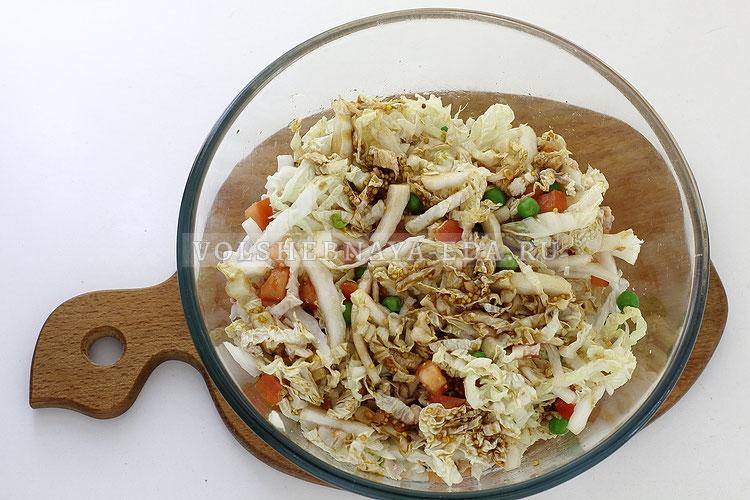 salat s pekinskoj kapustoj kuritsej i pomidorom 10