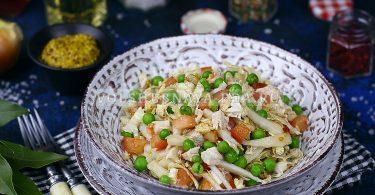 Салат с пекинской капустой, курицей и помидором
