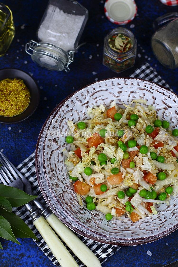 salat s pekinskoj kapustoj kuritsej i pomidorom 14