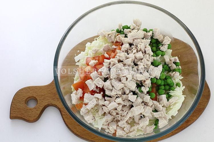 salat s pekinskoj kapustoj kuritsej i pomidorom 8