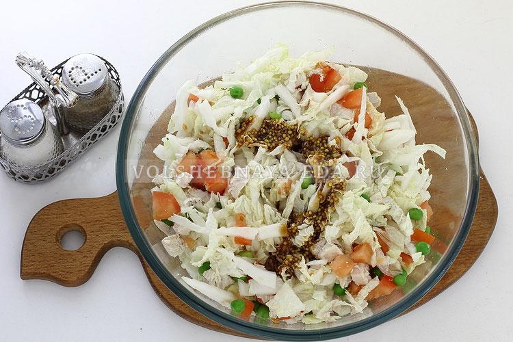 salat s pekinskoj kapustoj kuritsej i pomidorom 9