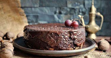 «Дырявый» бисквит с шоколадной глазурью