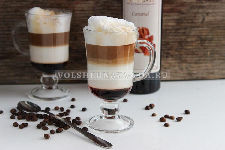 Трехслойный кофе латте с сиропом
