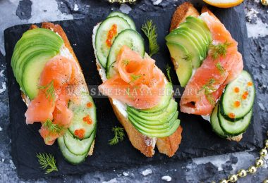 Бутерброды из красной рыбы с авокадо