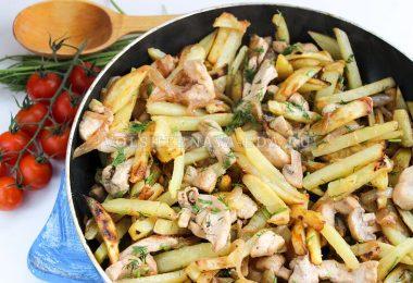 Жареная картошка с курицей и грибами