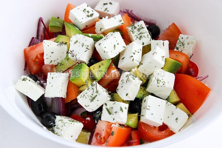 grecheskij salat s avokado 6