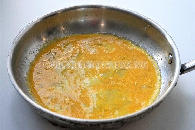 omlet s gribami bekonom i lukom 5