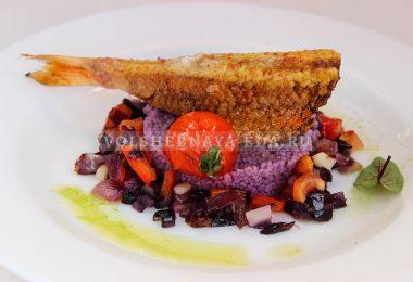 Барабулька, запеченная с овощами