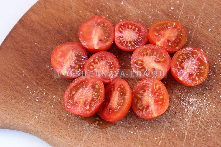salat s obgarennymi pomidorami 1