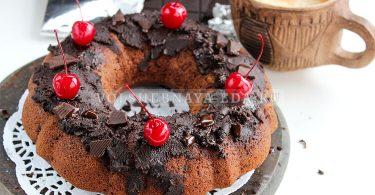 Постный шоколадный пирог с вишней