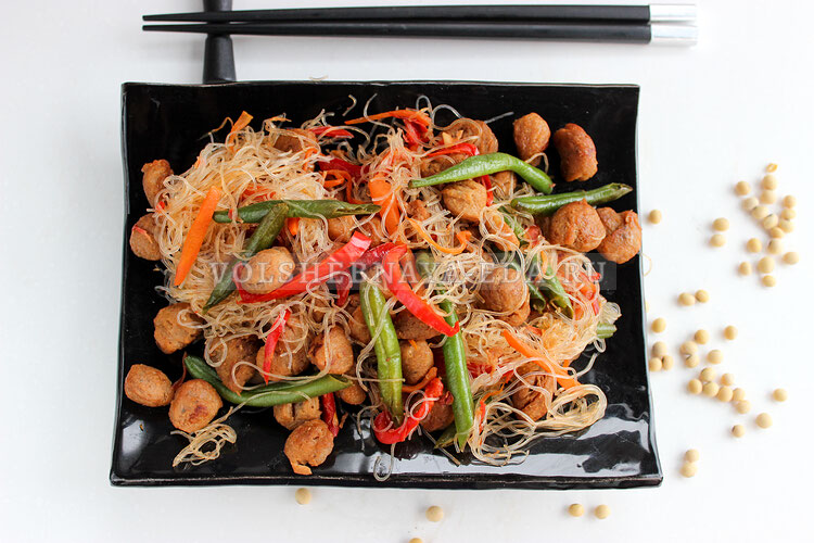 Соевое мясо с овощами по-китайски