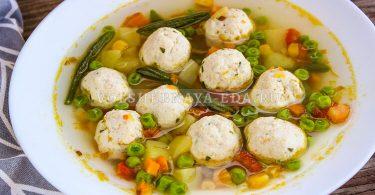 Суп с фрикадельками и замороженными овощами