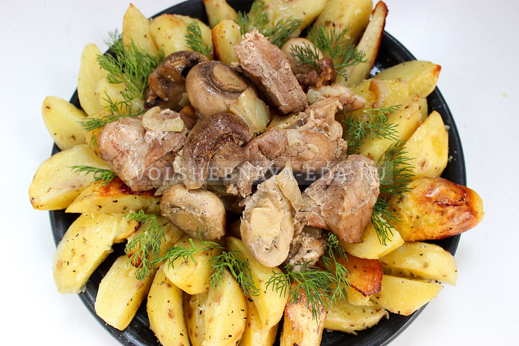 Мясо с грибами и картошкой в рукаве