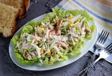Салат с пекинской капустой и копченой курицей
