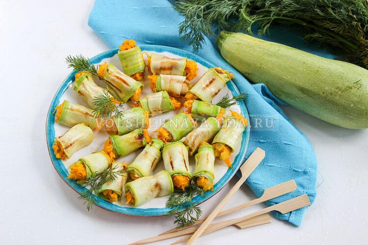 Рулетики из кабачков с морковкой