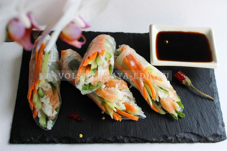 Спринг-роллы с лососем и рисом