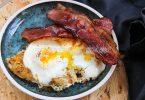 Хашбраун с яйцом и беконом