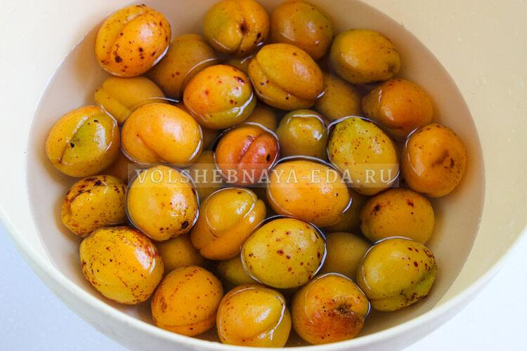 kompot is abricosov i apelsinov 1