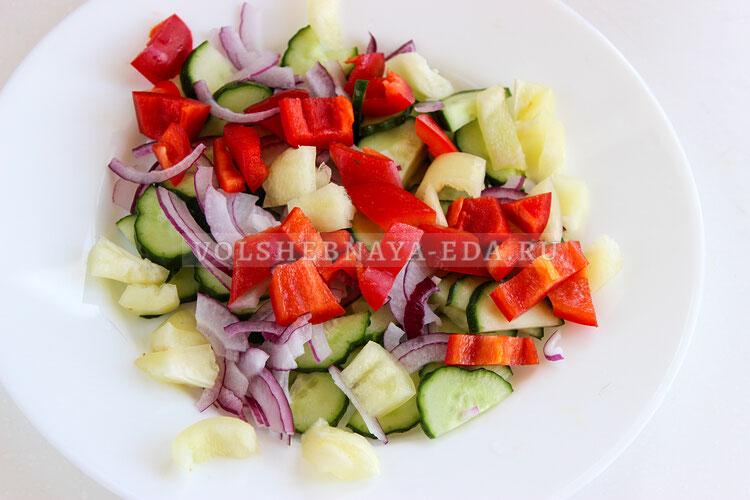 salat is ovoschej s tvorognymi sharikami 3