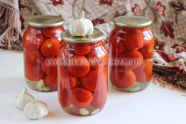 Сладкие маринованные помидоры с чесноком