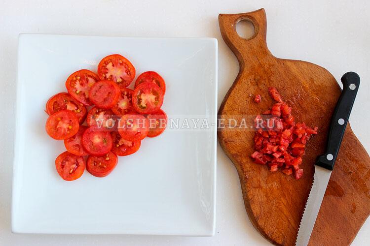 salat is pomidorov s brynzoj 2