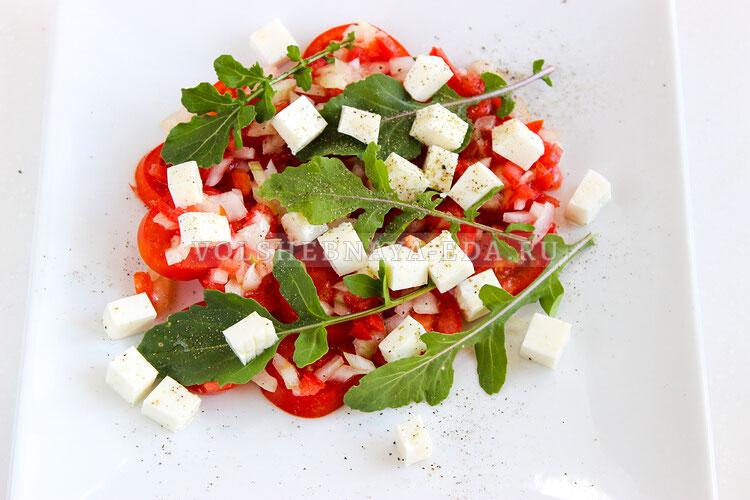 salat is pomidorov s brynzoj 6