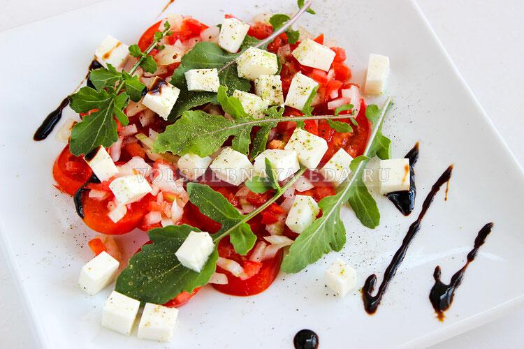 salat is pomidorov s brynzoj 7