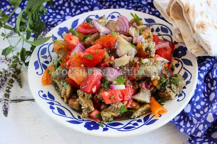 salat is zapechennyh baklaganov 7
