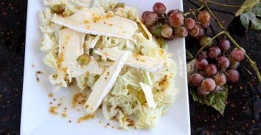 Салат с сыром бри и виноградом