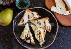 Тосты с сыром бри и грушей