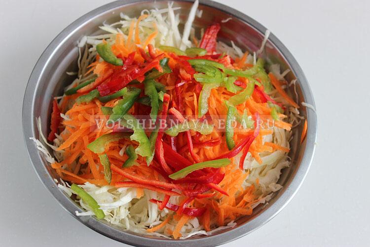 salat is kapusty s kukuruzoj 3