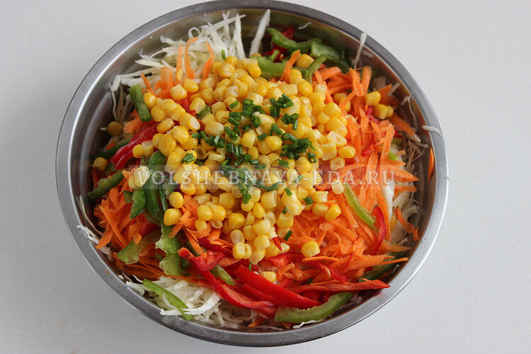 salat is kapusty s kukuruzoj 4